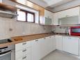 kuchyně 10 m2, vybavení: lednička, sporák, trouba, myčka