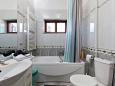 koupelna 8 m2, sprchovací kout, vana