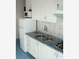 kuchyně 3 m2, vybavení: lednička, sporák, mrazák