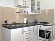 kuchyně 2 m2, vybavení: lednička, sporák, trouba, mrazák