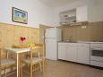 kuchyně 3 m2, vybavení: lednička, sporák, trouba, mrazák