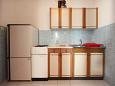 kuchyně 4 m2, vybavení: lednička, sporák, mrazák