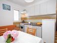 kuchyně 3 m2, vybavení: lednička, sporák, trouba