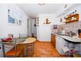 kuchyně 12 m2, vybavení: lednička, sporák