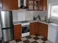 kuchyně 4 m2, vybavení: lednička, sporák, trouba, mrazák, myčka