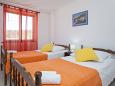 ložnice 10 m2, počet lůžek 2 (jednolůžko, jednolůžko)