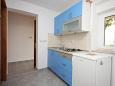 kuchyně 3 m2, vybavení: lednička, sporák