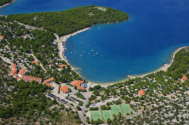 Kemp Lovisca (ostrov Murter, Chorvatsko)