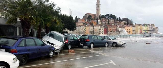 Rozbouřené moře v Chorvatsku ničilo majetek