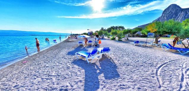 Písečné pláže v Omiši