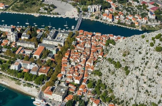 Omiš - pohled na staré město